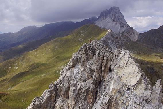 Blick vom höchsten Punkt der Klettersteigs zu den Tunnels und der knapp dahinter liegenden Leiter