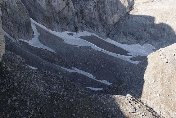 Blick ins Eiskar am 4.9.2010, schön sind die unterschiedlichen Färbungen des Neu- bzw. Altschnees sowie des Firns zu erkennen