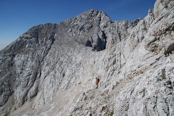 Im Kar unterhalb der Kranjska Rinka (Bildhintergrund)