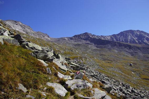 Die idyllisch gelegene Kattowitzer Hütte mit dem Großen Hafner (links)