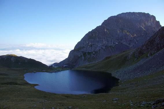 Rückblick zum Obstanser See mit Hütte und Roßkopf (rechts)