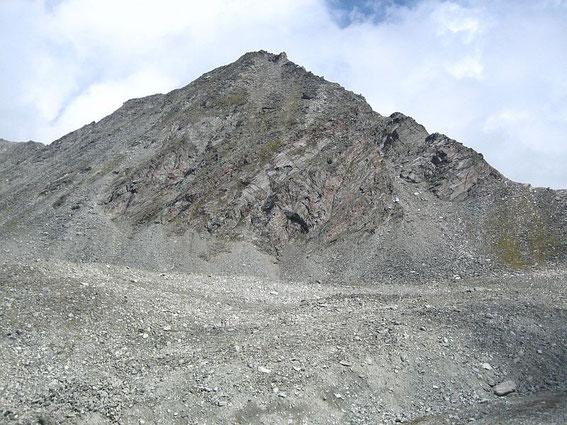 Das Schwarzhorn, aufgenommen knapp westlich der Zwischenelendscharte
