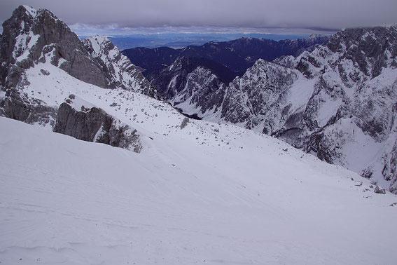 Das weite Kar unterm Kotsattel (links im Bild)