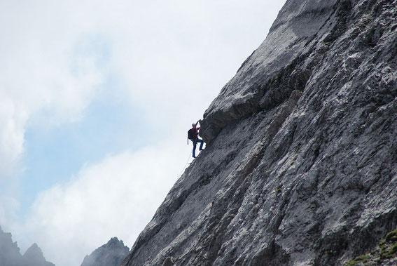 Die Schlüsselstelle nochmals vom Aufstieg zur Großen Gamswiesenspitze aus aufgenommen.