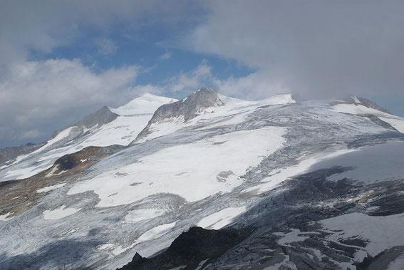Der Großvenediger (links hinten) und seine noch immer recht mächtigen Gletscher