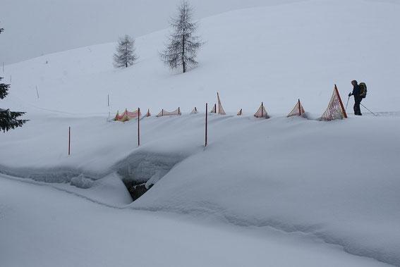 Knapp vor der Seltschacher Alm, im April 2013 liegt in knapp 1400m noch über 1m Schnee