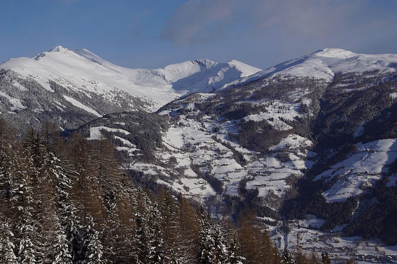 Blick beim Aufstieg nach Norden zum Maltaberg und zum Faschaunereck (links)