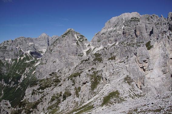 Blick von einem der Gipfel zum Wischberg (rechts)