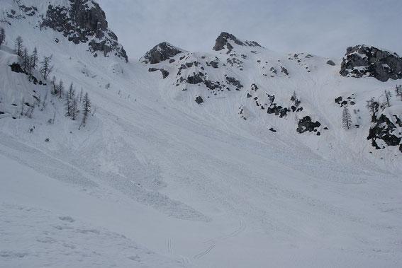 Nochmals ein Blick zurück zur steilen Rinne (links) und zum Zottachkopf (Bildmitte)