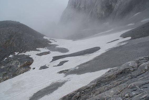 Der Eisscheitel; im Vordergrund der Zungenansatz, welcher an der schmalsten Stelle nur mehr knapp 20m breit ist