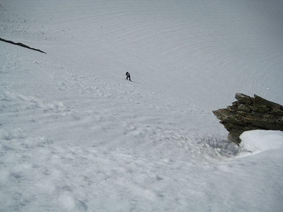 In der steilen Flanke hinauf zum Gipfelgrat