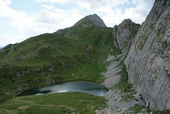 Der Lago di Pramosio mit dem Piz Timaus