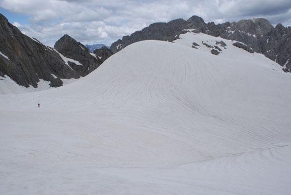 Nochmals ein Bild auf den extrem breiten und flachen Eisscheitel sowie die 1850er Moräne