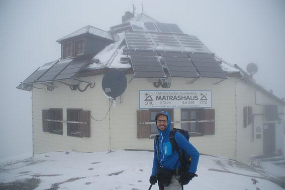 Vor dem Matrashaus (noch im Nebel)