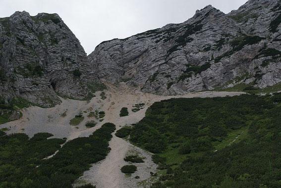 Das Schuttfeld von der Scharte zum Vrsic- Pass