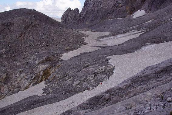 Blick von Westen über den schneebdeckten Zungenansatz zum Eisscheitel