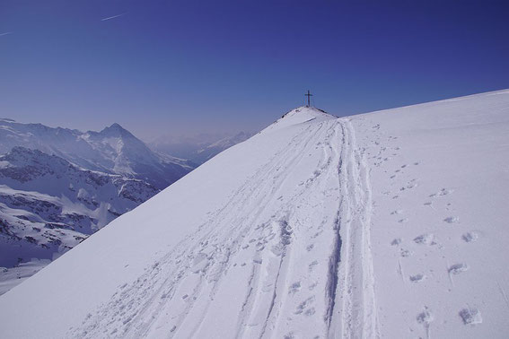 Die letzten Meter zum flachen Gipfel
