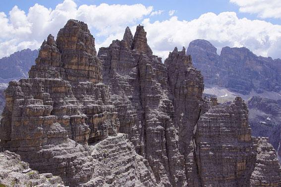 Der Weiterweg zur Büllelejochhütte führt über herrliche Bänder