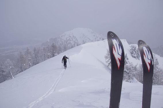 Am Gipfel mit Blick zum Schwarzkogel