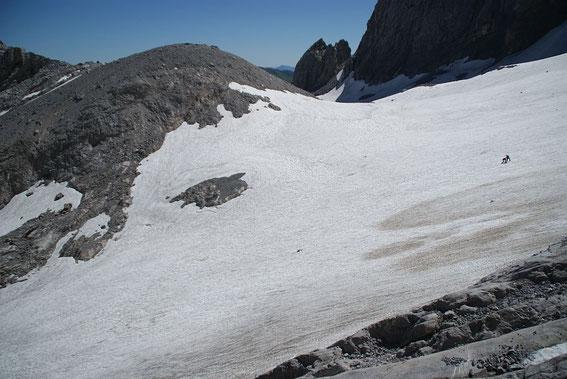 Blick über den Zungenansatz zum heuer mit etwas weniger Schnee bedeckten Eisscheitel