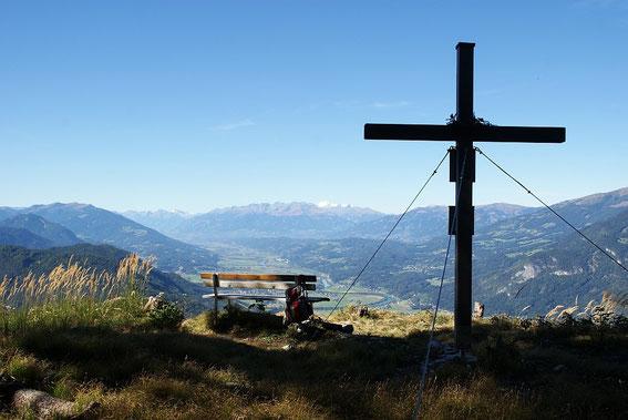 Am Gipfel mit dem schönen Ausblick zur weißen Hochalm