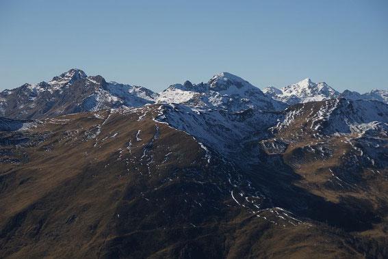 Die Hochtristen (links), schattseitig herrscht oberhalb von 2000m schon Winter