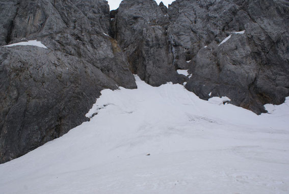 Der Keil im obersten Gletscherbereich ist breiter als in anderen Jahren