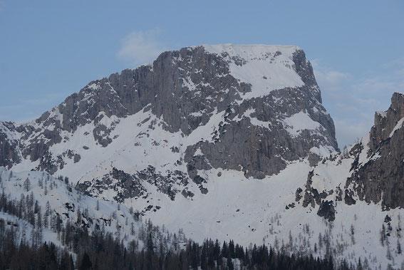 Hier am Großen Sattel (rechts vom Trogkofel) endet der letzte Anstieg der Tour