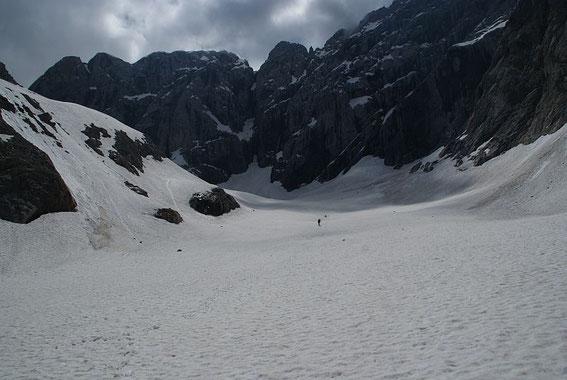 Blick über die Gletscherzunge zur Wand