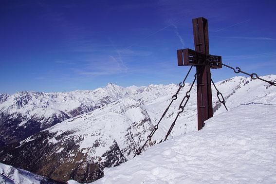 Vom Gipfel aus zeigt sich der Großglockner