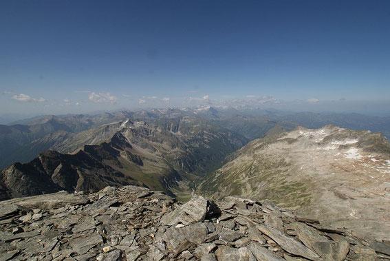 Der herrliche Blick nach Westen zu den unzähligen Gipfeln der Hohen Tauern