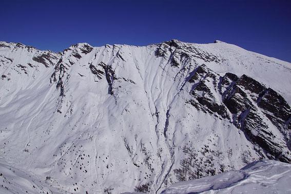 Rechts das Gmeineck; in der Mitte eine herrliche Flanke, welche wir im Jänner 2010 bei Pulver befahren konnten (siehe Roßkopf)