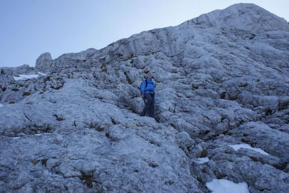Die gesicherten Felspassagen beim Abstieg