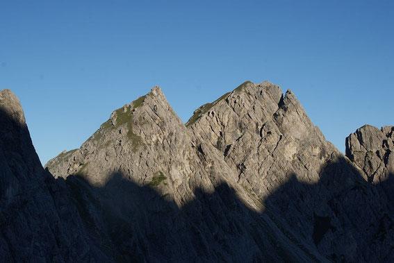Kleine (links) und Große Gamswiesenspitze von der Karlsbader Hütte aus aufgenommen