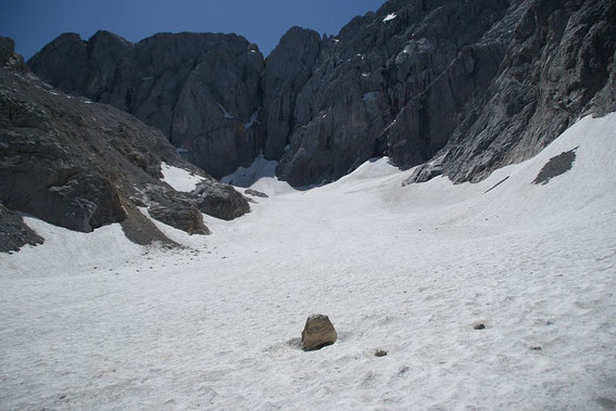 Zuletzt der Blick über die Gletscherzunge hinauf zur Kellerwand