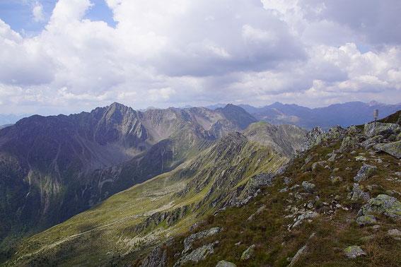 Blick vom Gipfel in die Kreuzeckgruppe