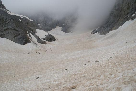 Blick durch den Trog der Gletscherzunge nach Süden zum Wandfuß