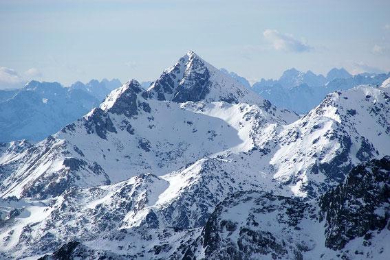 Anfang Jänner 2013 ist es kaum vorstellbar, dass man die Gipfelrinne der Hochtristen auch mit Schiern befahren kann