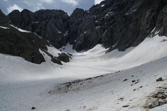 Blick vom unteren Ende der Gletscherzunge hinauf zur Kellerwand