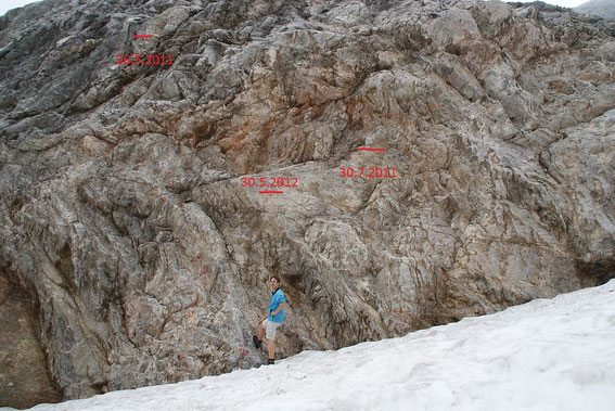 Der markante Felsen am östlichen Rand der Gletscherzunge mit der Schneesituation vom 12.7.2012