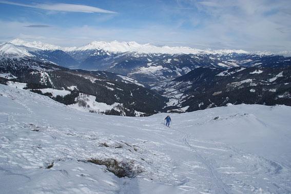 Die letzten Meter zum Gipfel, im Hintergrund wieder Hochalm (links) und Faschaun (Bildmitte)