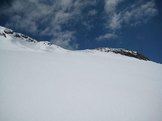 Die Scharte knapp unterhalb des Gipfels