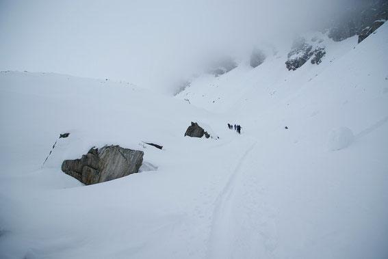 Aufstieg in der Mulde Richtung Lasörnsee. Leider blieb uns das herrliche Ambiente sowie der Ausblick vom Gipfel verwehrt.