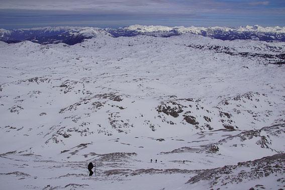 Fantastischer Blick beim Aufstieg über die Nordostflanke über das Dachsteinplateau