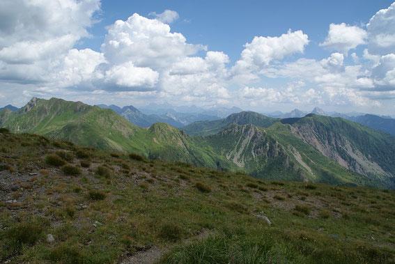 Der Blick nach Osten reicht bis zu den Julischen Alpen
