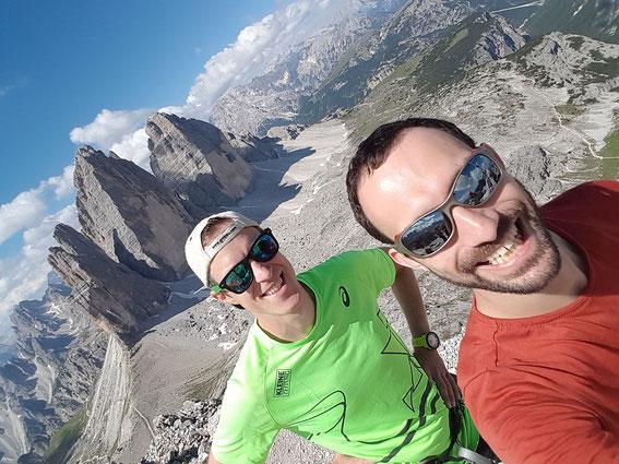 Gipfelselfie mit Drei Zinnen- Blick (Foto: R. Jöbstl)