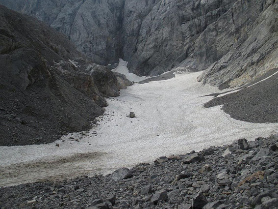 Blick vom unteren Ende der Gletscherzunge zum Wandfuß