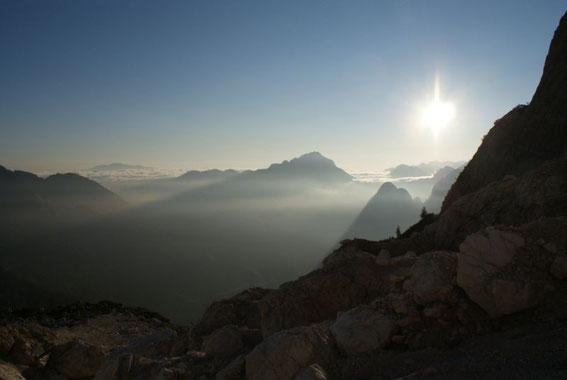 Knapp unterhalb des Gletschers, der Blick zurück nach Norden, ganz im Hintergrund ist der Dobratsch zu erkennen
