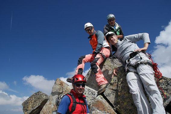 Gipfelfoto, viel Platz ist am höchsten Punkt nicht, die Jochspitze ist wirklich eine Spitze