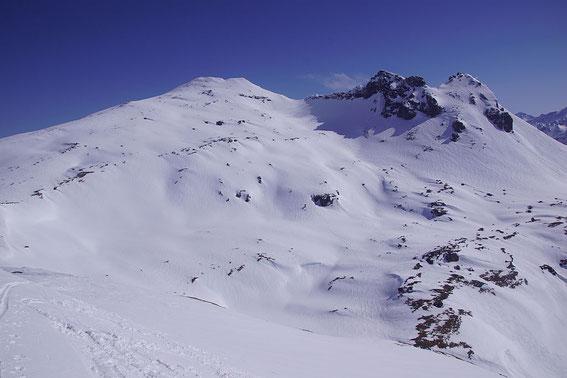 Über diese weiten Hänge erfolgt der Aufstieg zum Hochgasser (aufgenommen vom Messeling Kogel)